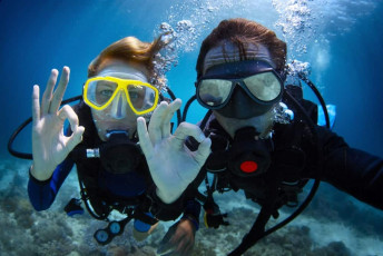 Take your holiday to the next level with a scuba diving course.