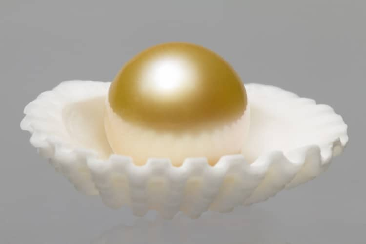 Discover the beauty of the rarest pearls on Earth.