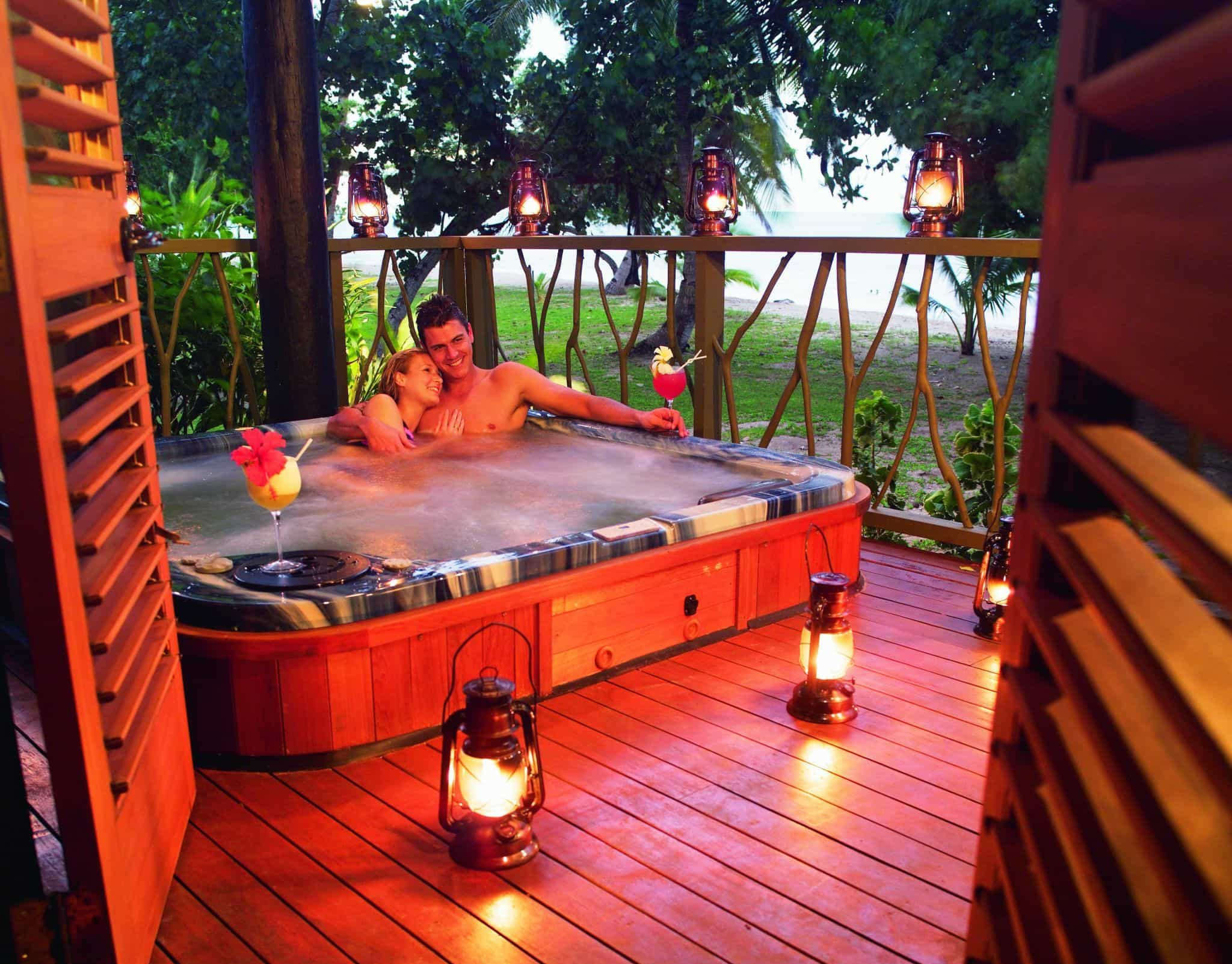 Fiji Honeymooners Hot-tub