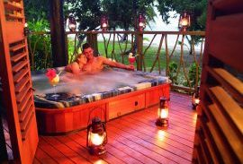 JMC Honeymoon Point Reef Bures Jacuzzi
